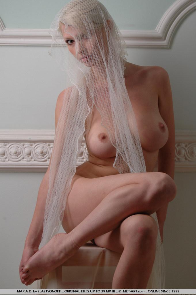 maria-d-blonde-veil-boobs-metart-05