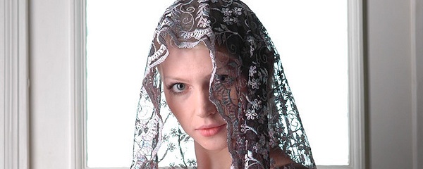 Maria with veil on her head