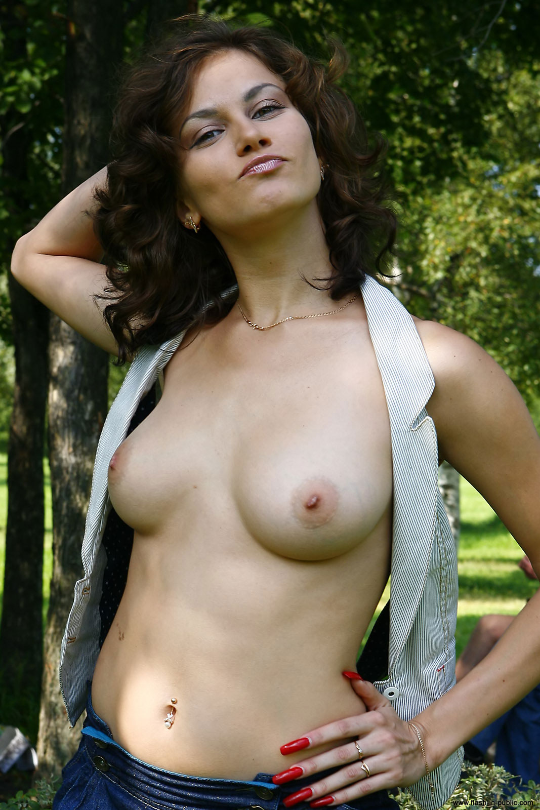 marianna-h-nude-park-flash-in-public-03