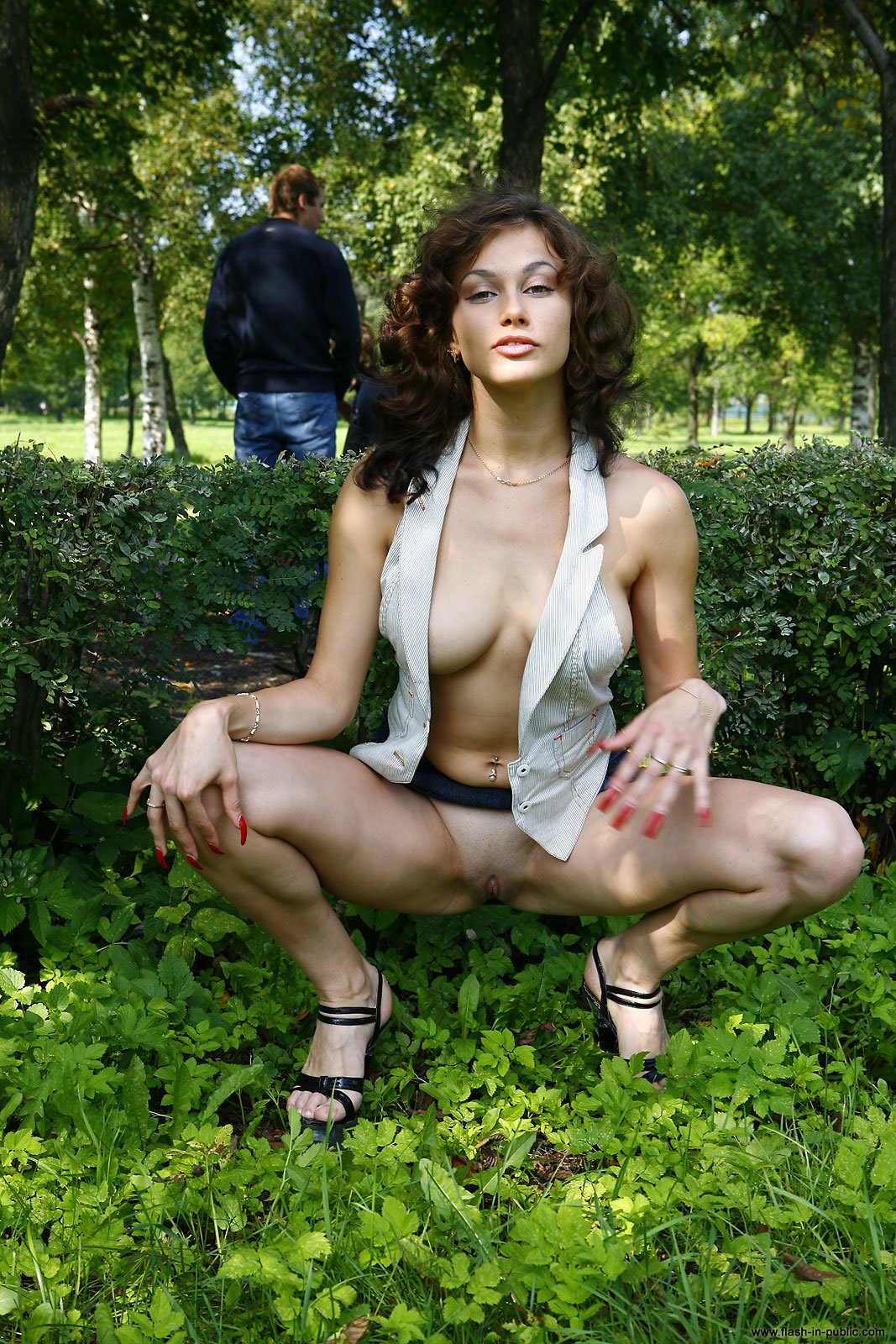 marianna-h-nude-park-flash-in-public-08