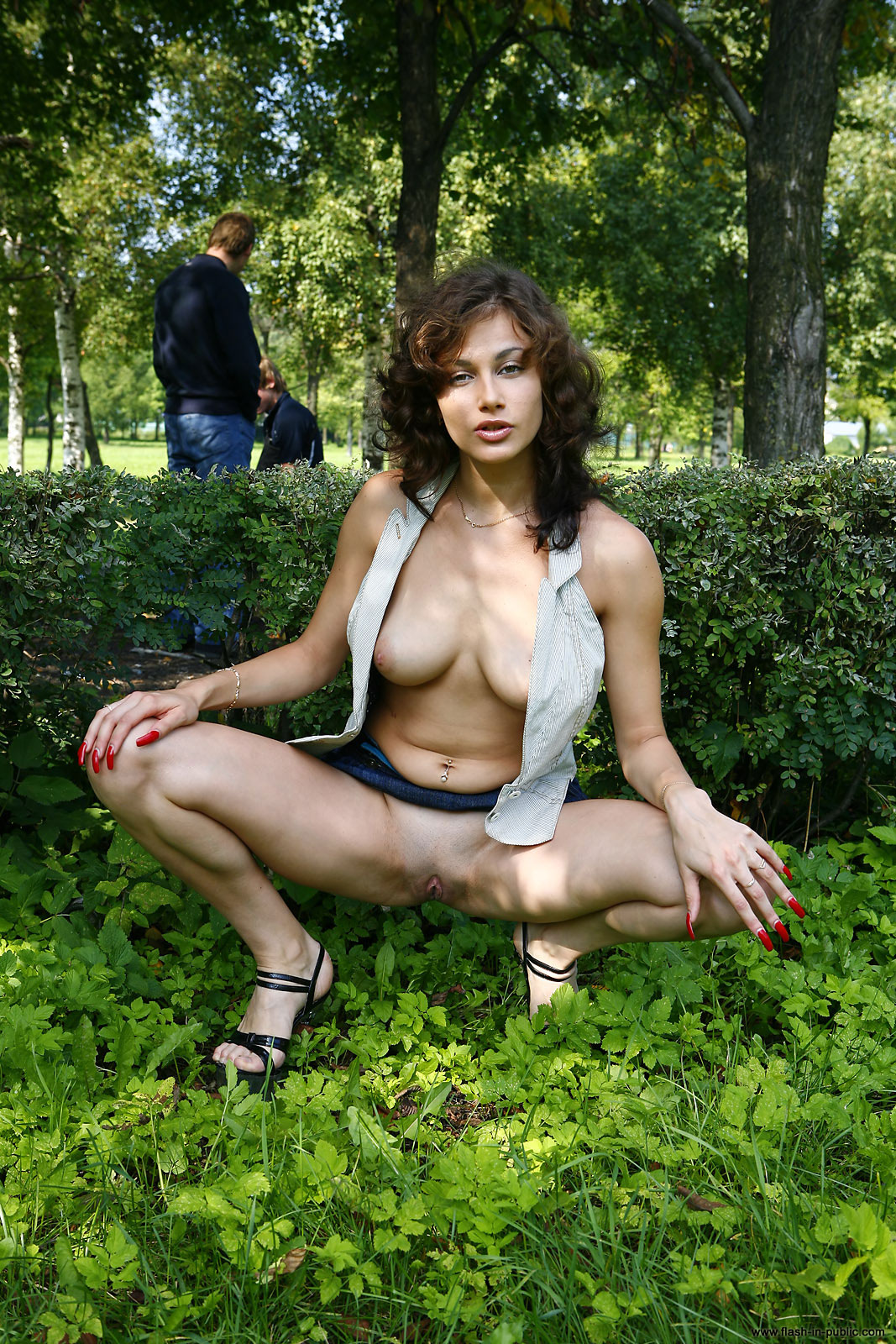 marianna-h-nude-park-flash-in-public-09