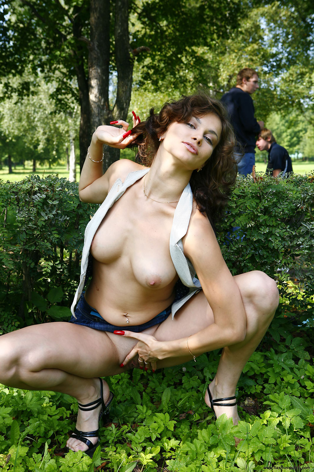 marianna-h-nude-park-flash-in-public-12