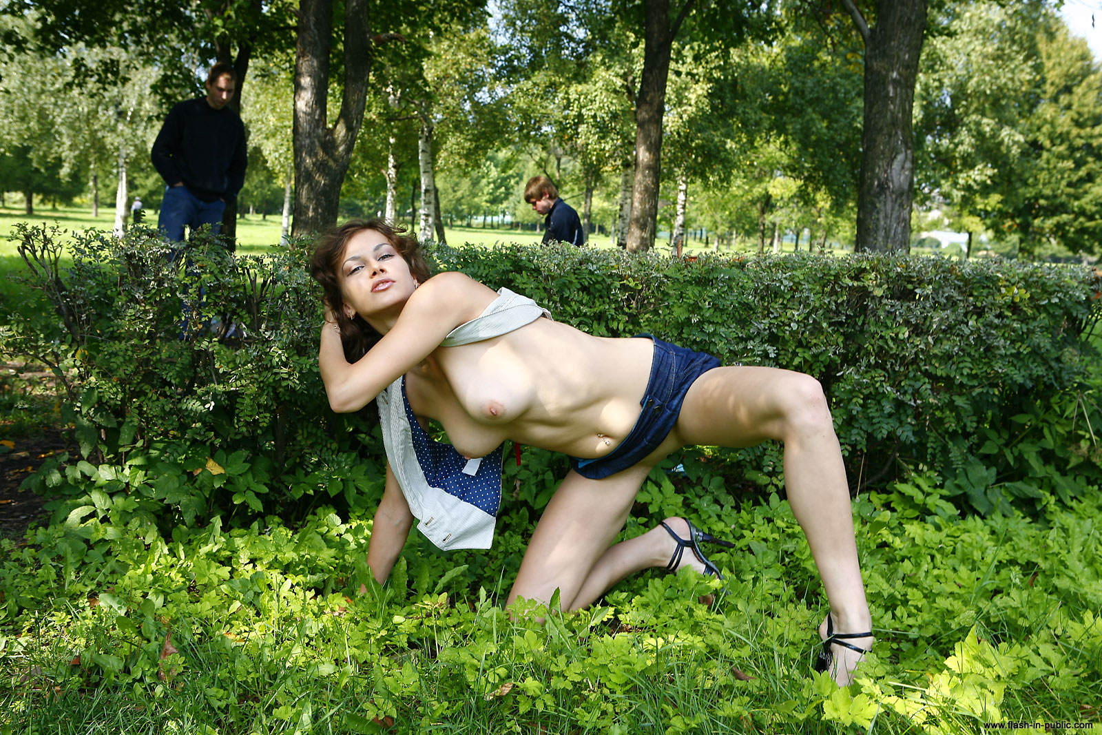marianna-h-nude-park-flash-in-public-17
