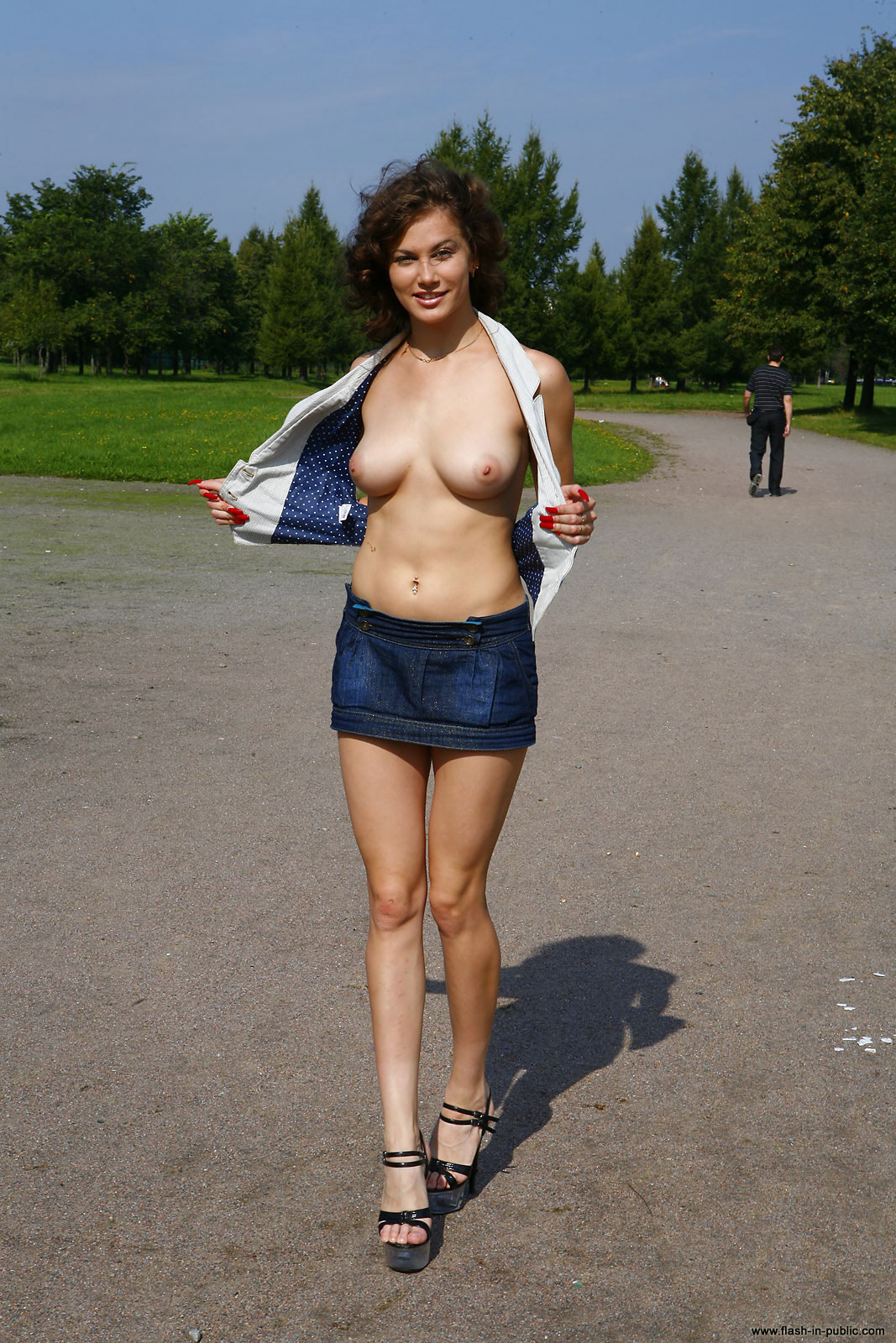 marianna-h-nude-park-flash-in-public-19