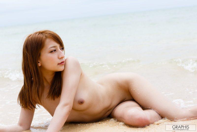 marie-shiraishi-beach-nude-graphis-21