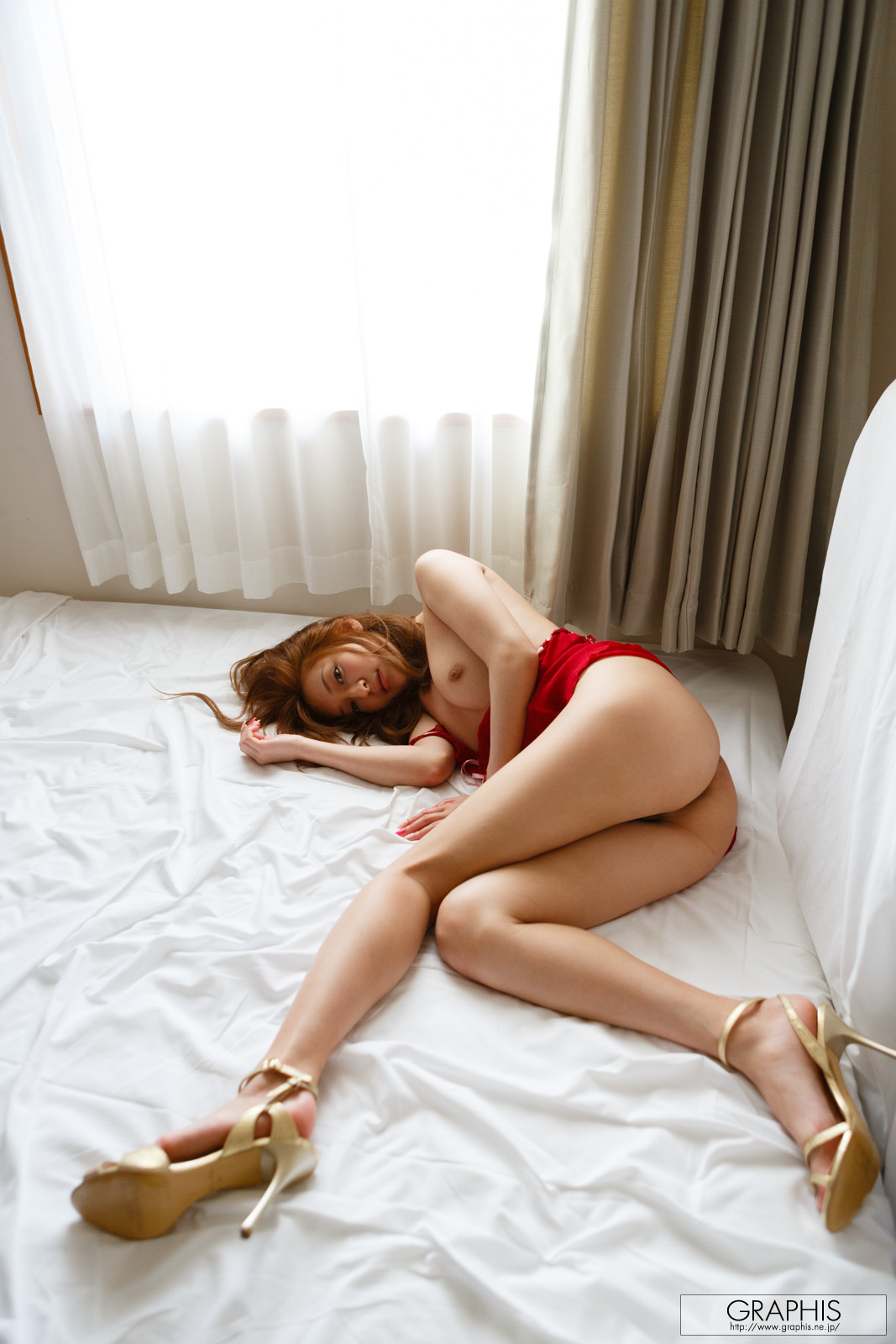 marie-shiraishi-red-nighty-naked-graphis-12