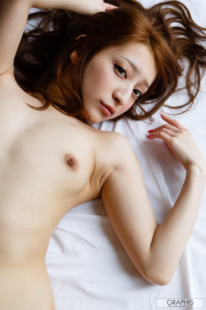 marie-shiraishi-nude-purple-skirt-graphis-10