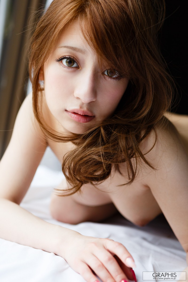 marie-shiraishi-nude-purple-skirt-graphis-19