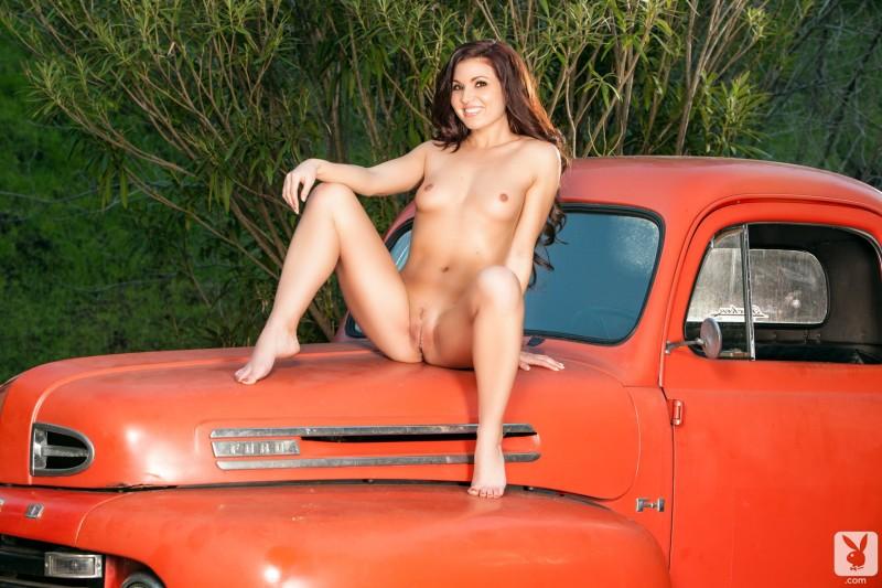 mariela-henderson-pickup-ford-f1-playboy-10