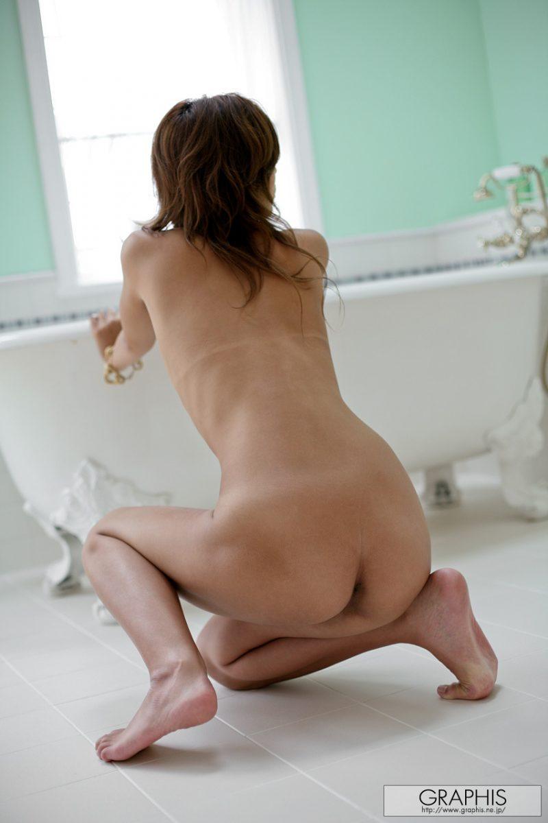 marilyn-nude-bathroom-graphis-14