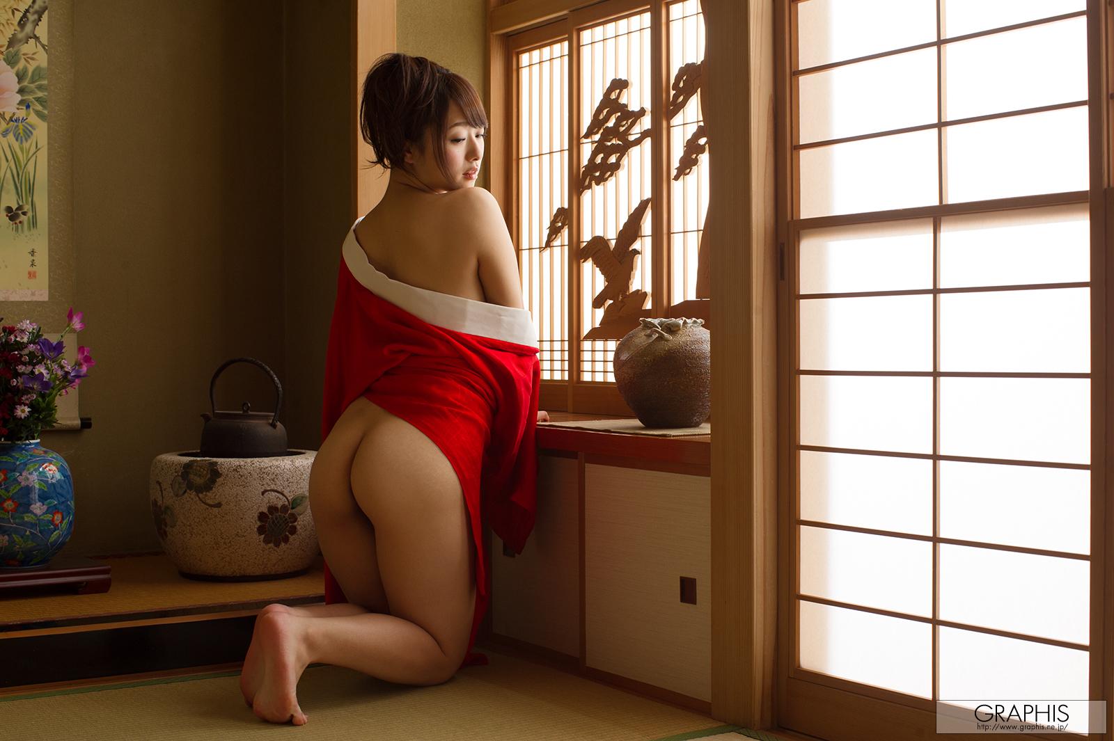 marina-shiraishi-red-kimono-boobs-naked-asian-graphis-10