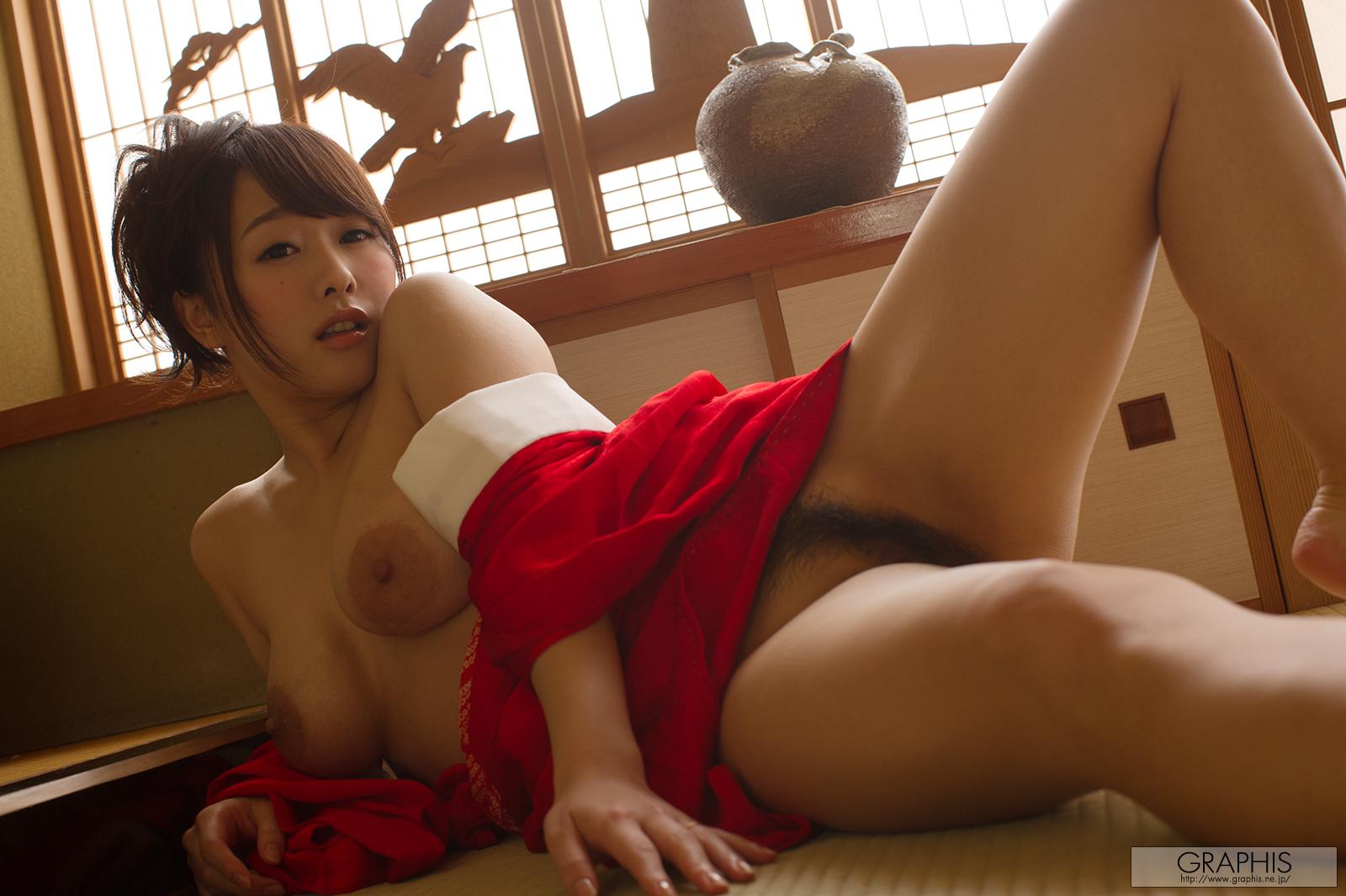 marina-shiraishi-red-kimono-boobs-naked-asian-graphis-13