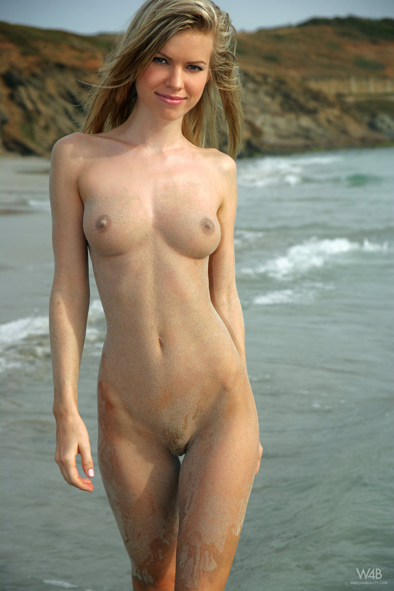 marketa-belonoha-nude-on-beach-seaside-watch4beauty-02