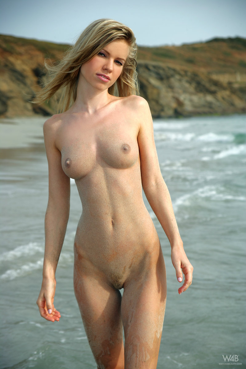 marketa-belonoha-nude-on-beach-seaside-watch4beauty-04