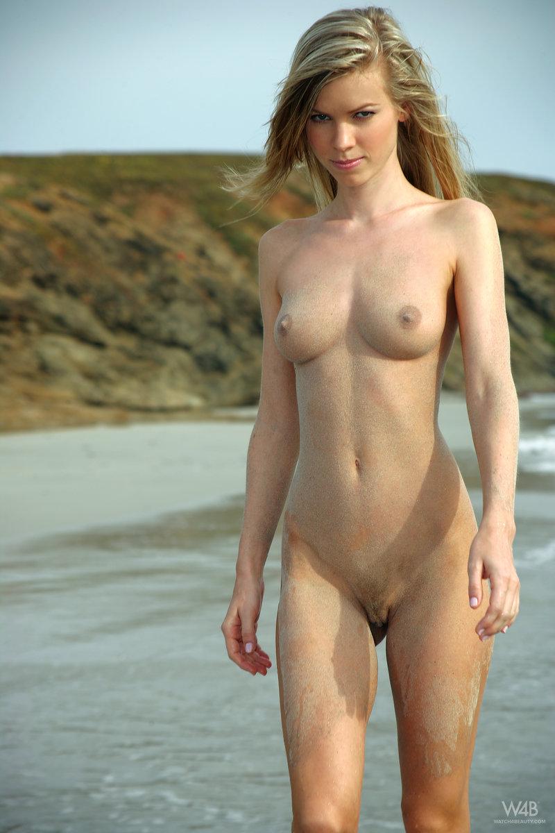 marketa-belonoha-nude-on-beach-seaside-watch4beauty-08