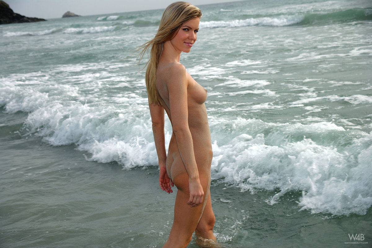 marketa-belonoha-nude-on-beach-seaside-watch4beauty-10