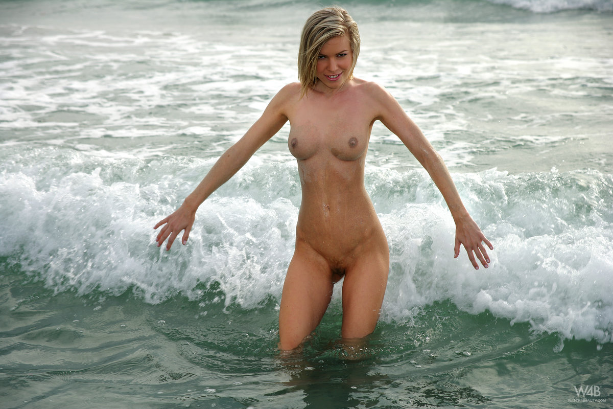marketa-belonoha-nude-on-beach-seaside-watch4beauty-11