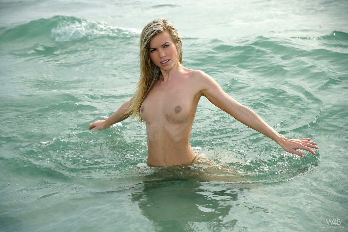 marketa-belonoha-nude-on-beach-seaside-watch4beauty-14