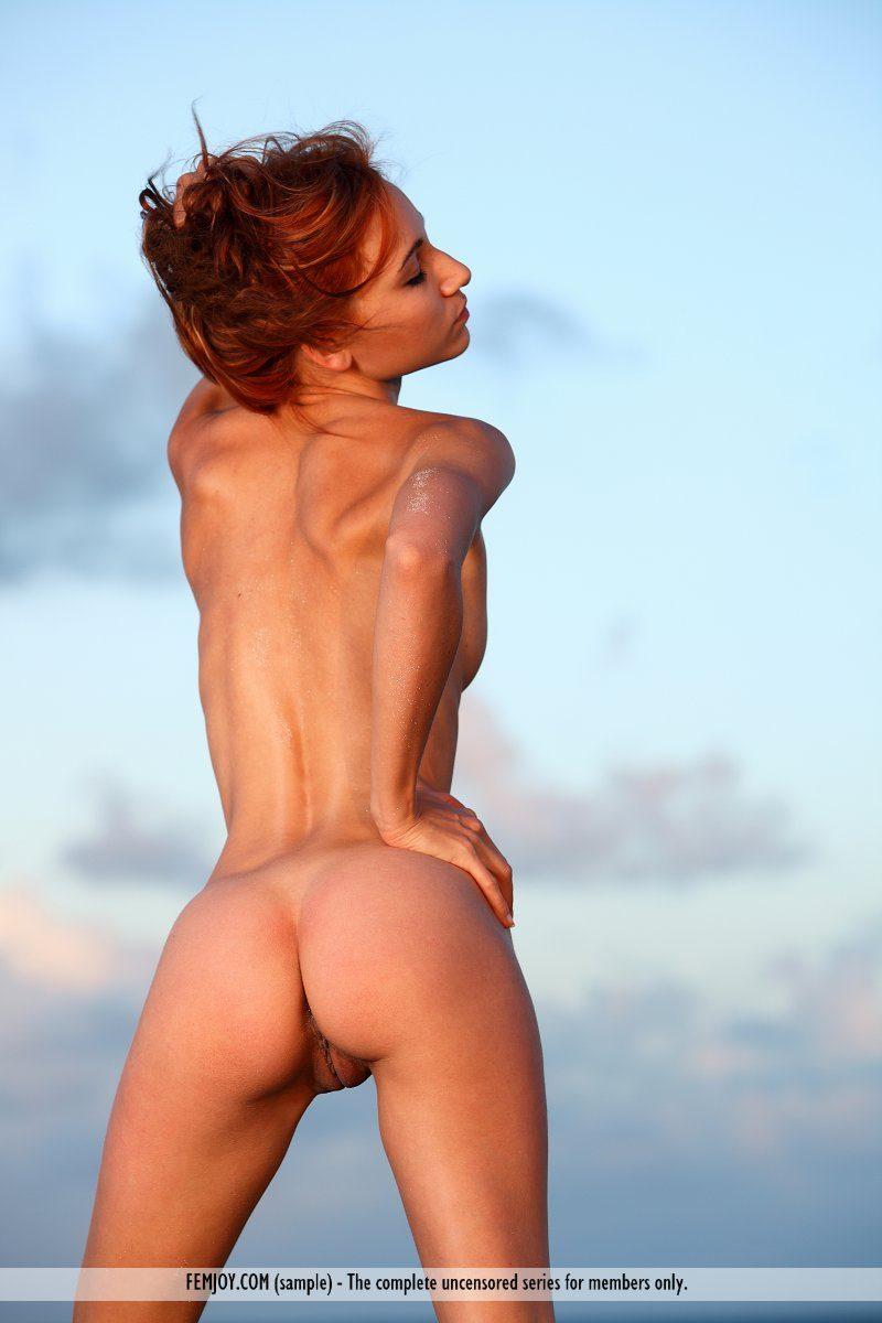 melinda-seaside-skinny-redhead-femjoy-06
