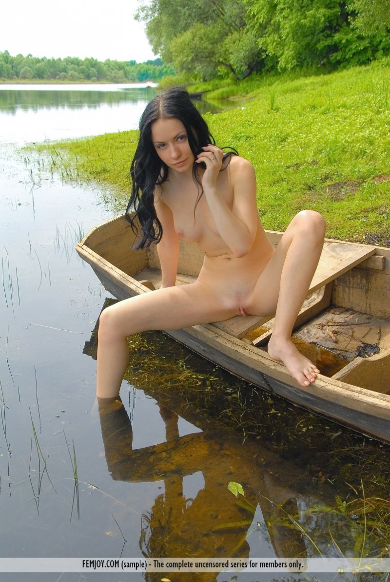 marliece-boat-lake-femjoy-13