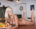 marry-queen-naked-on-table
