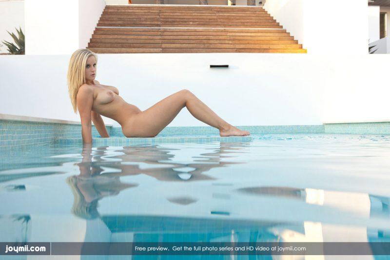 miela-busty-blonde-pool-joymii-01