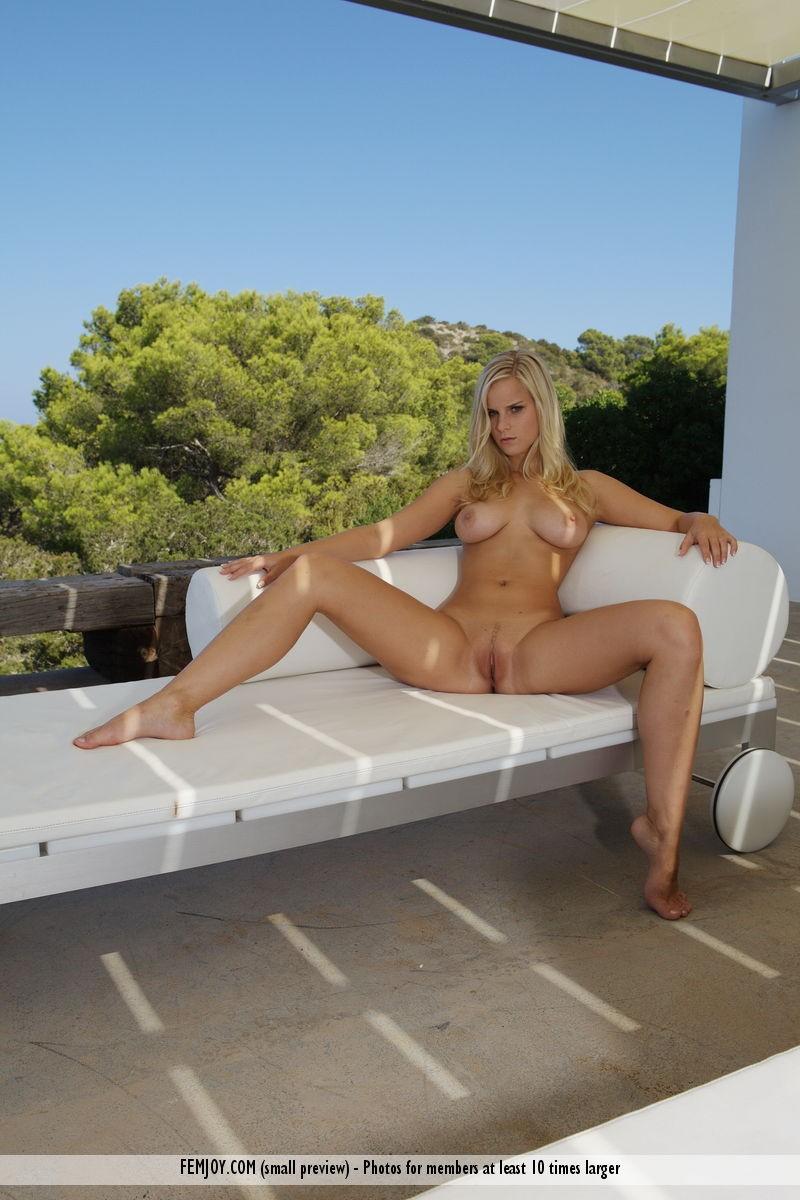 miela-nice-view-sunbed-nude-femjoy-10