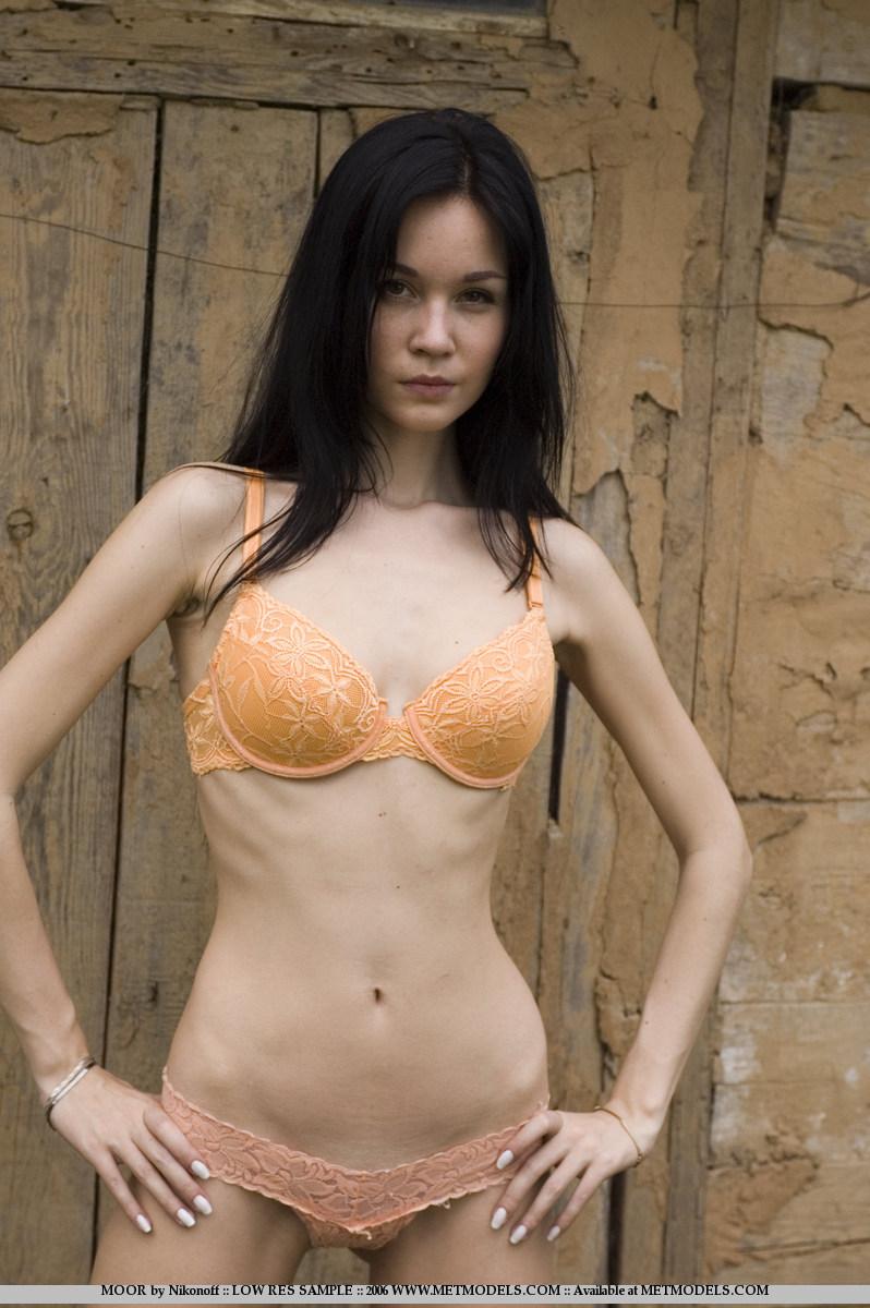 soffi-skinny-brunette-nude-metmodels-01