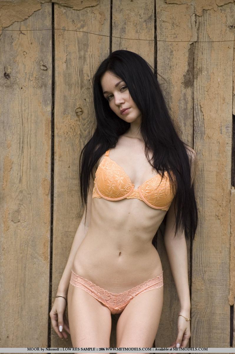 soffi-skinny-brunette-nude-metmodels-02