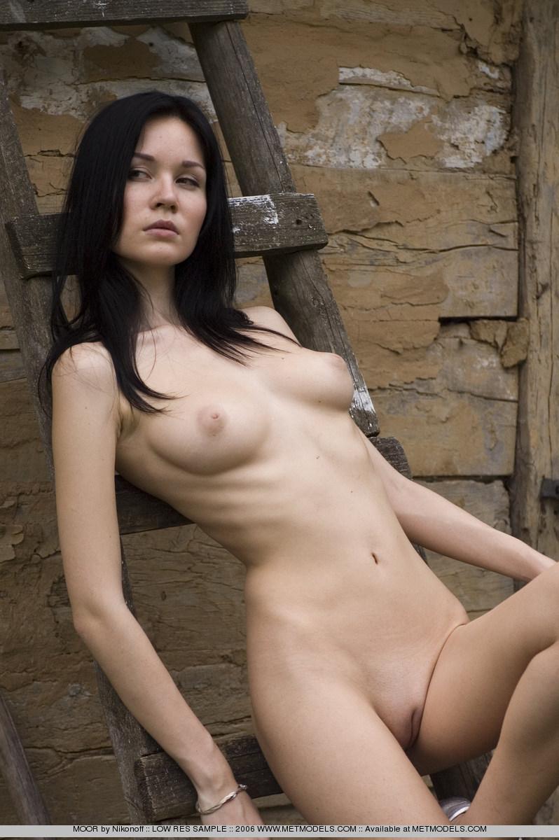 soffi-skinny-brunette-nude-metmodels-10
