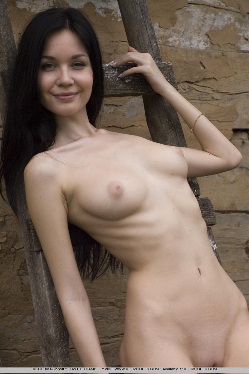 soffi-skinny-brunette-nude-metmodels-11