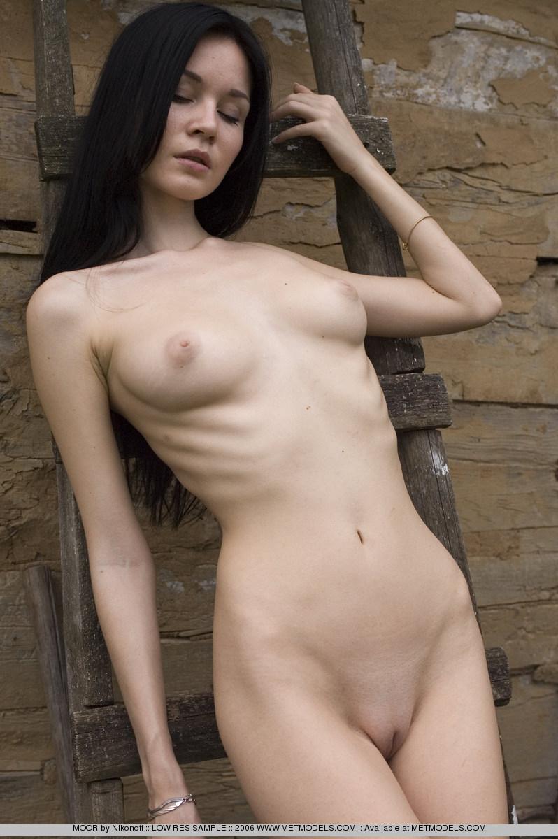 soffi-skinny-brunette-nude-metmodels-13