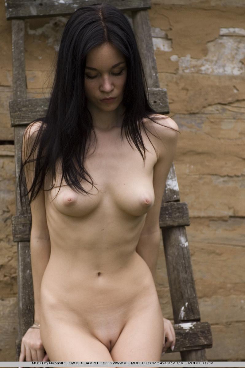soffi-skinny-brunette-nude-metmodels-15