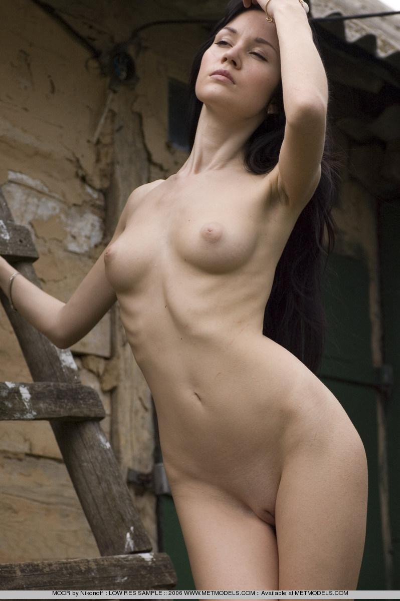 soffi-skinny-brunette-nude-metmodels-18
