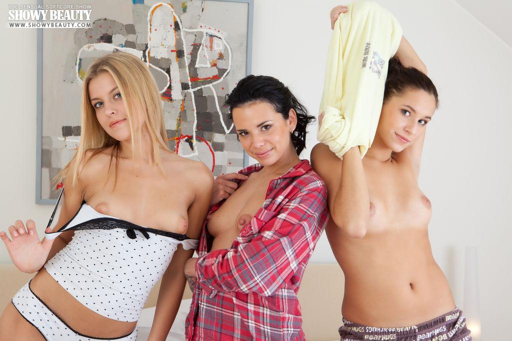 mila-ann-diana-threesome-pijama-party-showybeauty-07