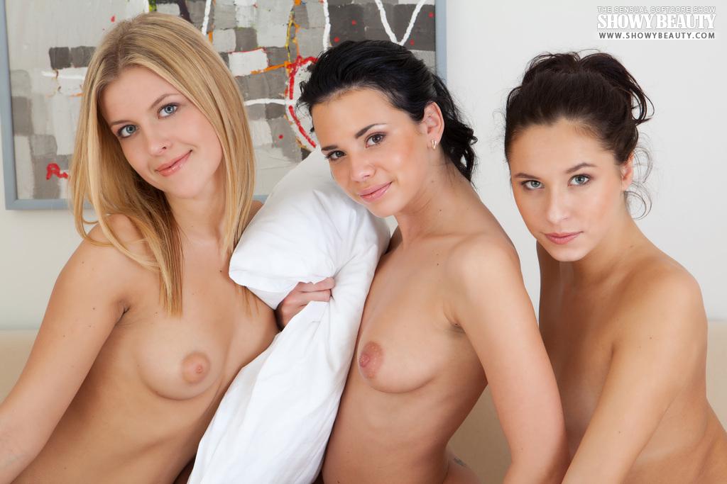 mila-ann-diana-threesome-pijama-party-showybeauty-19