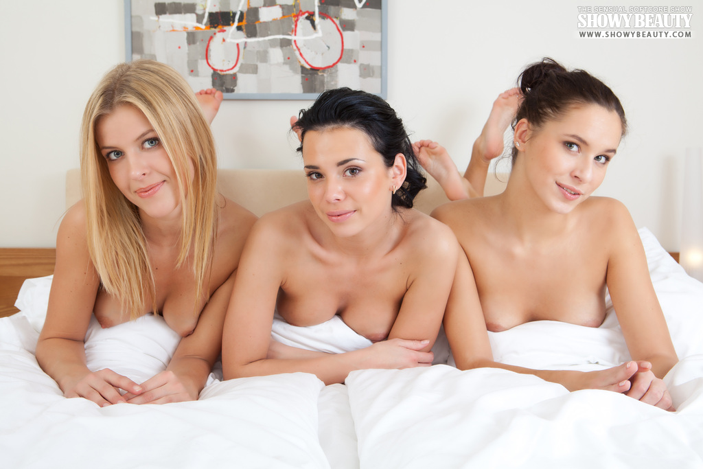mila-ann-diana-threesome-pijama-party-showybeauty-20
