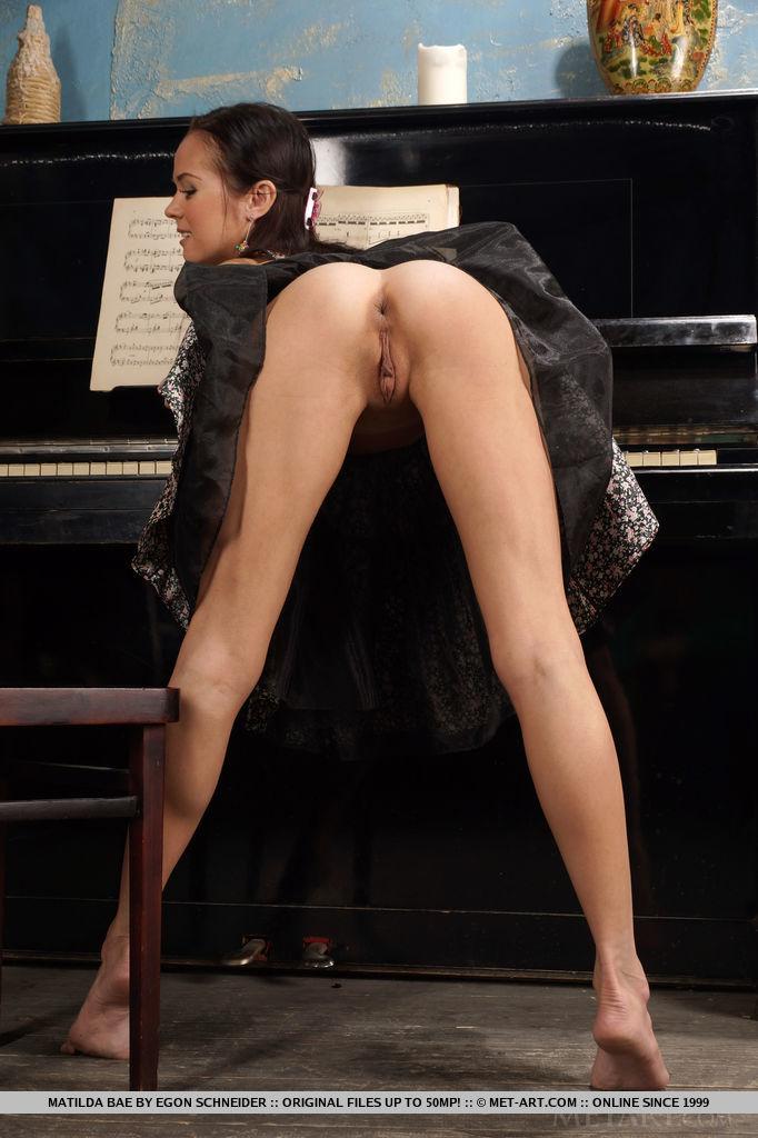 matilda-bae-flexible-nude-piano-metart-03