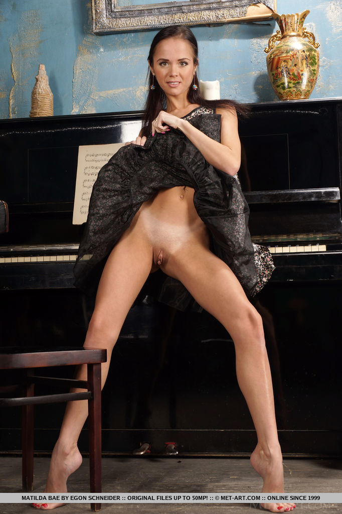 matilda-bae-flexible-nude-piano-metart-06