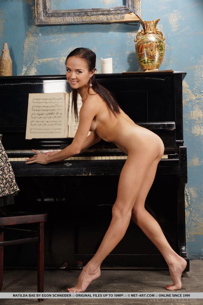 matilda-bae-flexible-nude-piano-metart-09