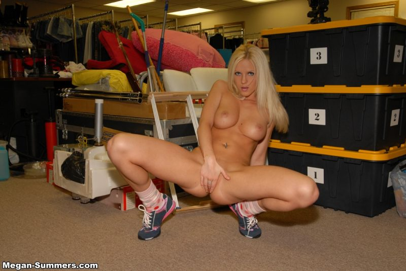 megan-summers-nude-blonde-sneakers-06