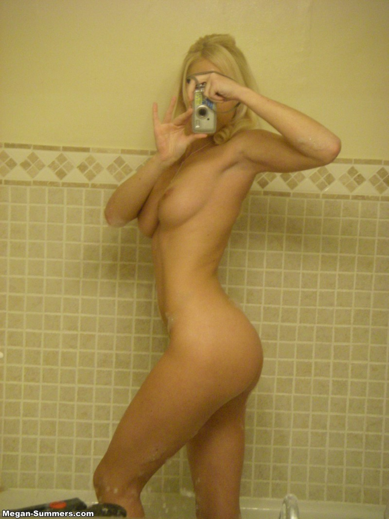 megan-summers-self-shot-bathroom-08