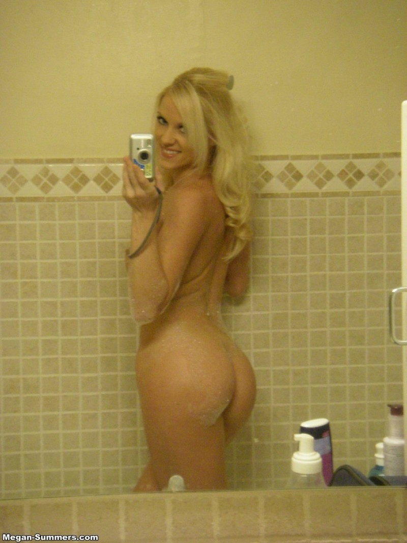 megan-summers-self-shot-bathroom-10