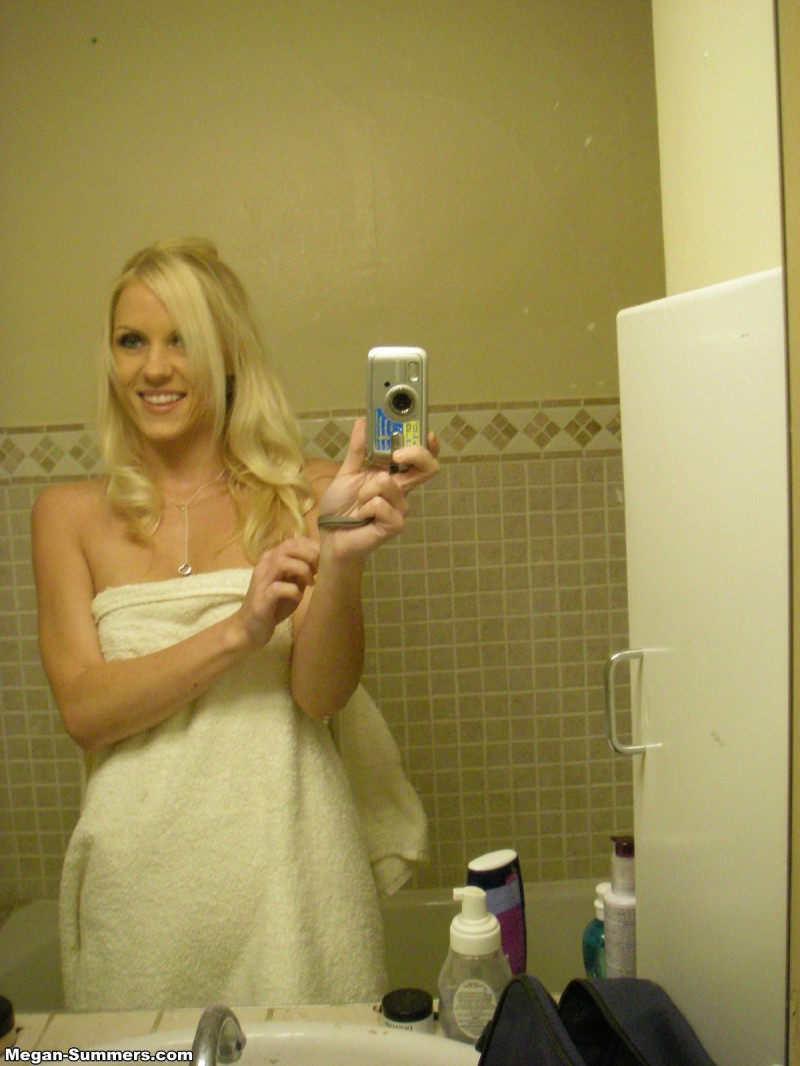megan-summers-self-shot-bathroom-16