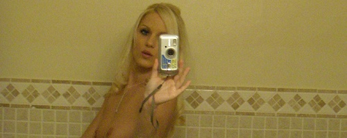 Megan Summers – Selfshot in bathroom