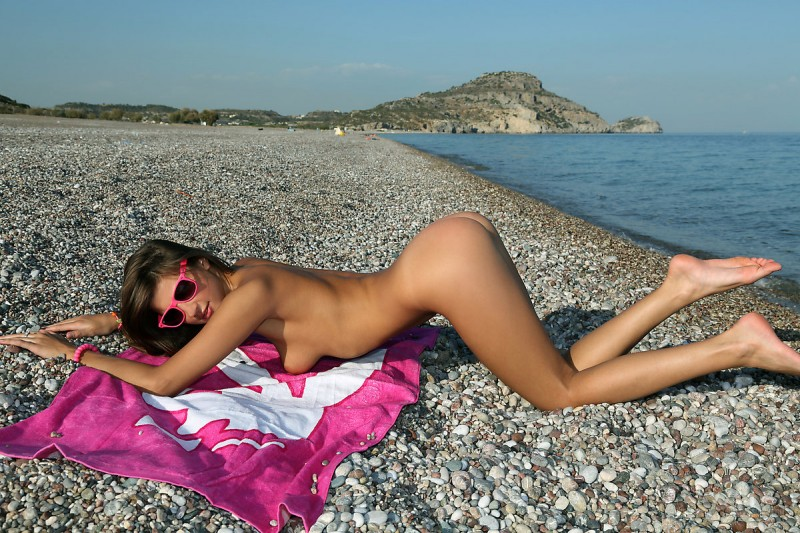 maria-naked-beach-watch4beauty-10