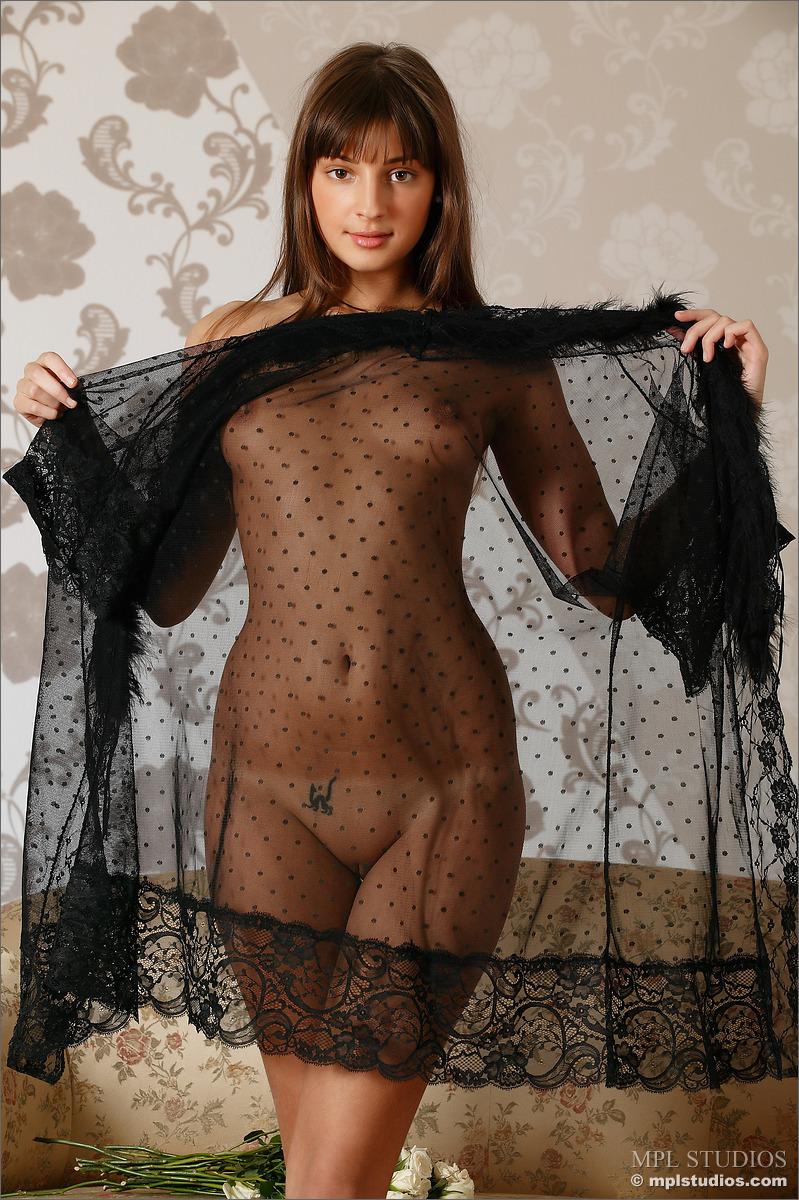 tara-peignoir-naked-skinny-mplstudios-03