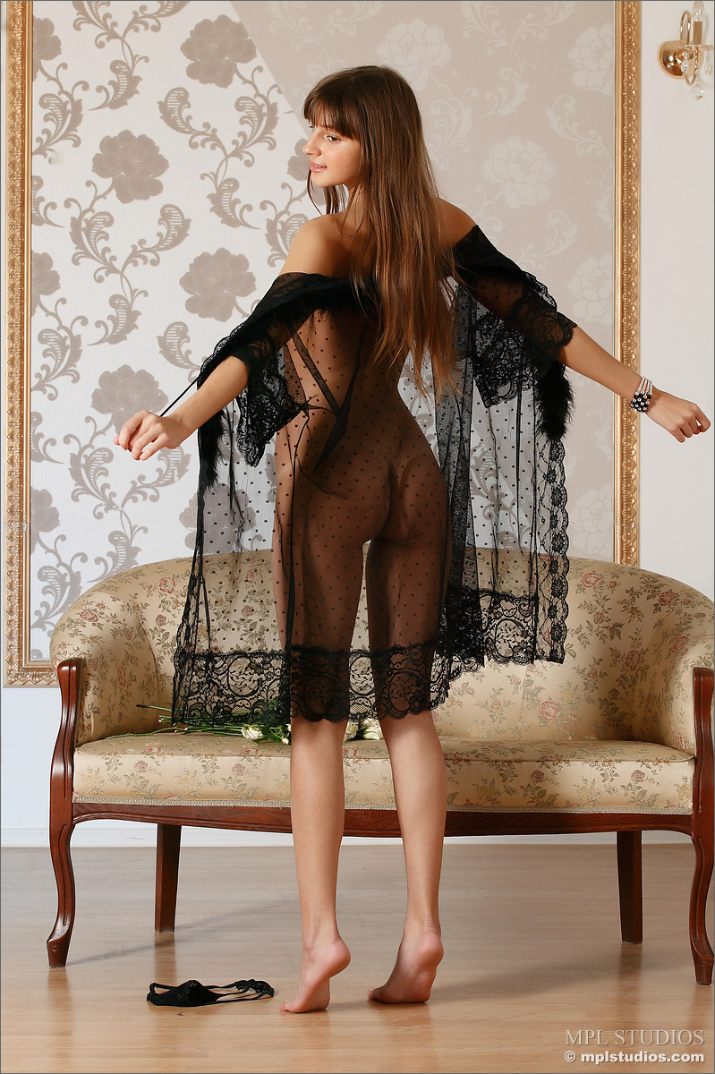 tara-peignoir-naked-skinny-mplstudios-04