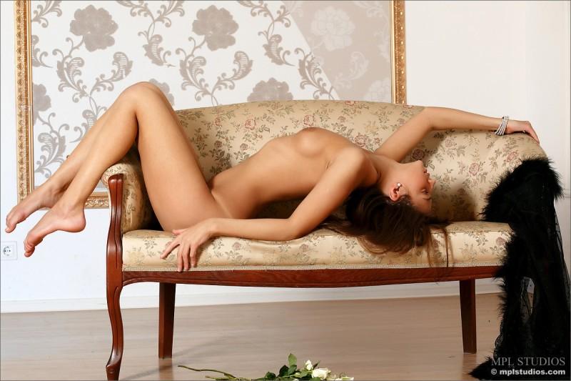 tara-peignoir-naked-skinny-mplstudios-09