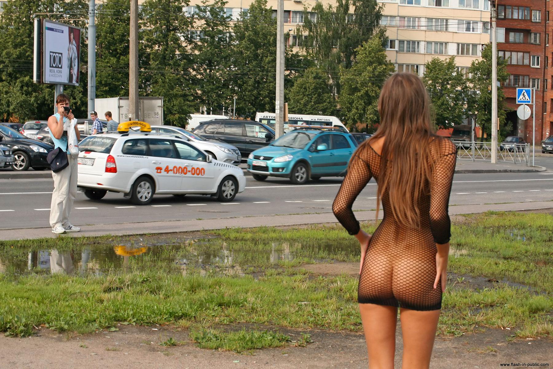 melena a nude public